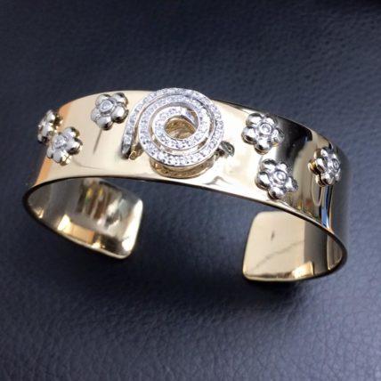 Armring i gult gull med diamanter